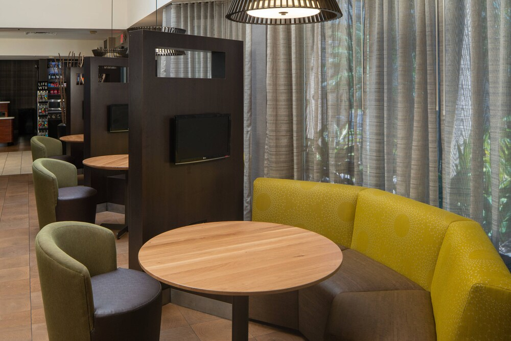 Gallery image of Courtyard by Marriott Jacksonville Mayo Clinic Campus Beaches