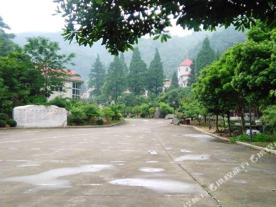 Gallery image of Wuning Jiuling Taoyuangu International Resort