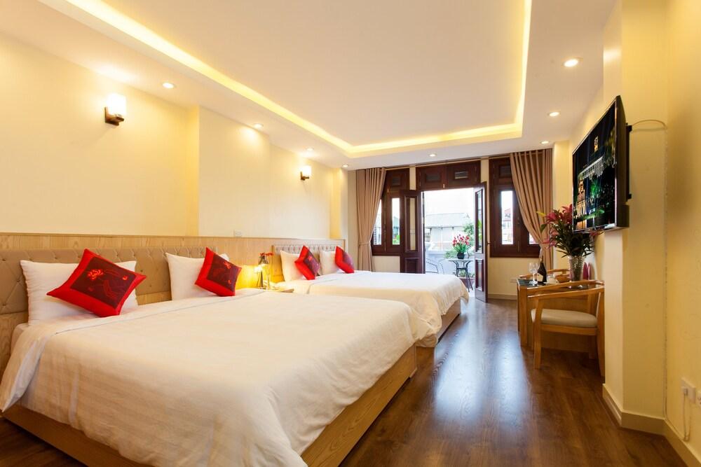 Queen Light Hotel