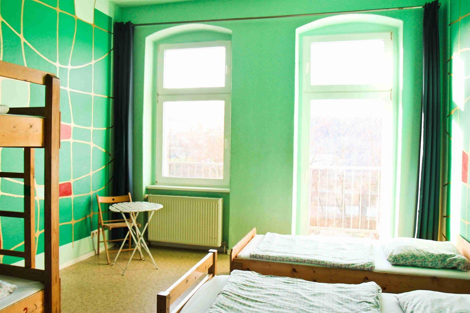 Sunflower Hostel Berlin (سونفلوور هاستل برلین)
