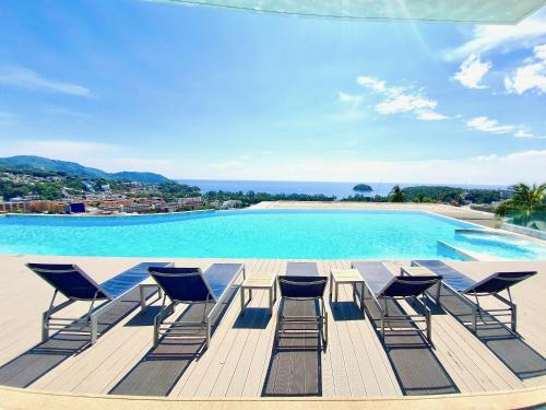 The View : Luxury Sea View Room with Jacuzzi near Karon Beach