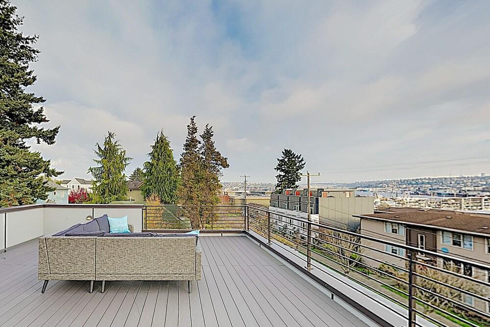 New Listing New build Ballard : Rooftop Deck 4 Bedroom Home