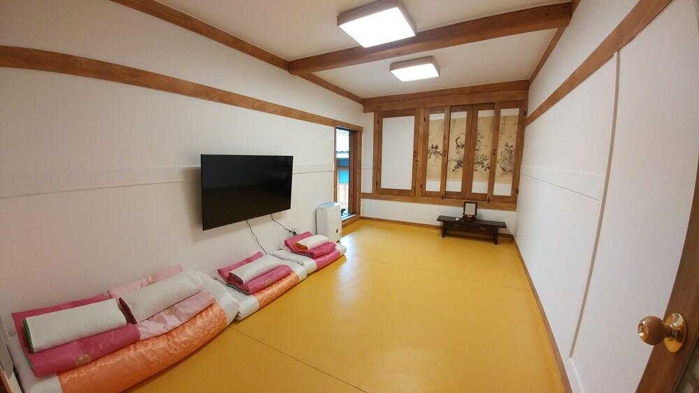 Gallery image of So Hyeon Dang Hanok Guesthouse
