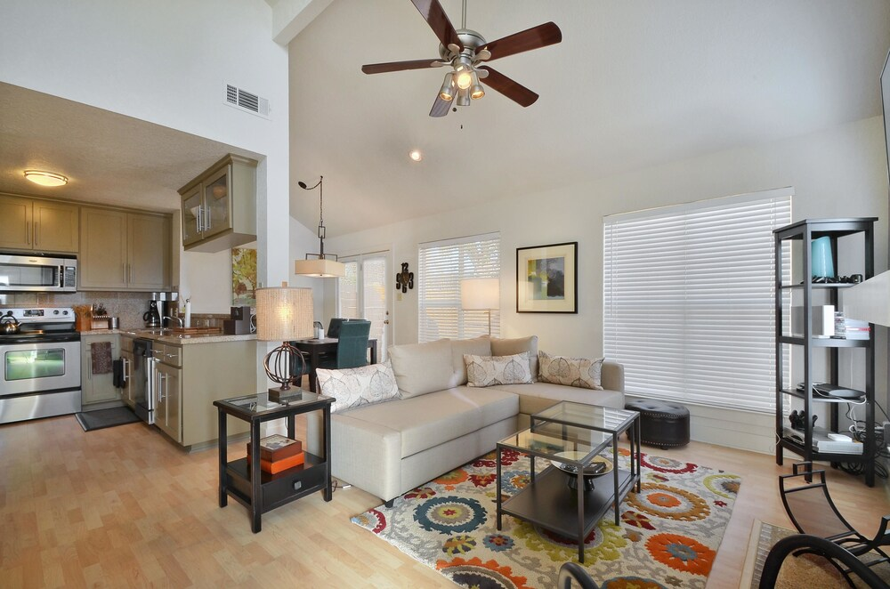 Austin Family Townhome with Yard by RedAwning