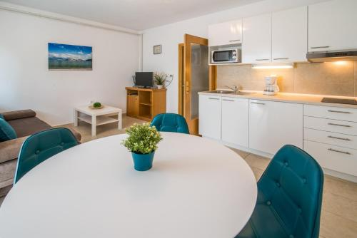 Apartments Marija & Anton
