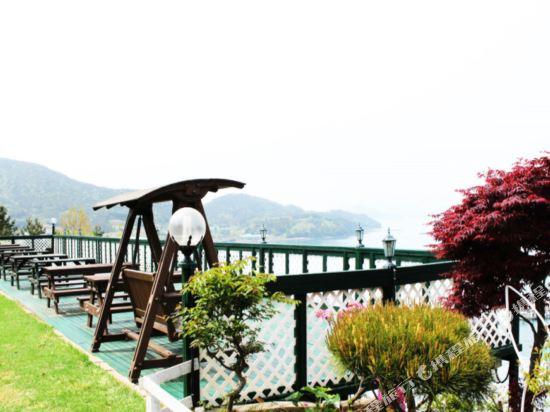 Gallery image of Yeosu Camellia Pension