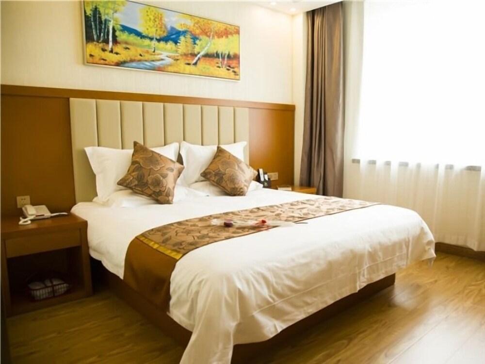 GreenTree Eastern Changchun FAW West Station Hotel