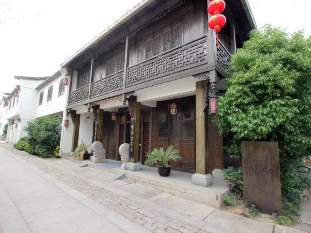 Xiangji Yinyu Canal Culture Hotel