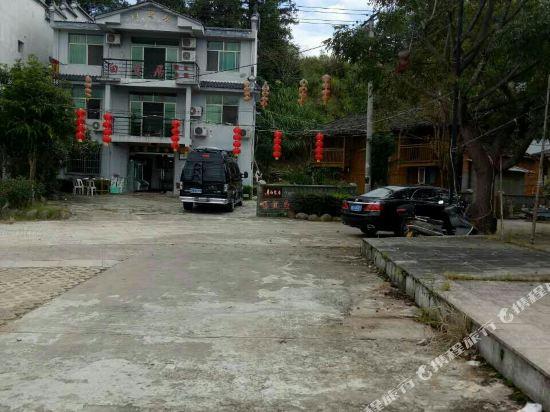 Gallery image of Bailuju Senlin Renjia