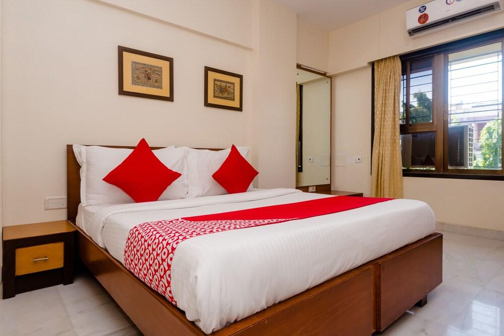 Oyo Apartments Mumbai Domestic Airport 1