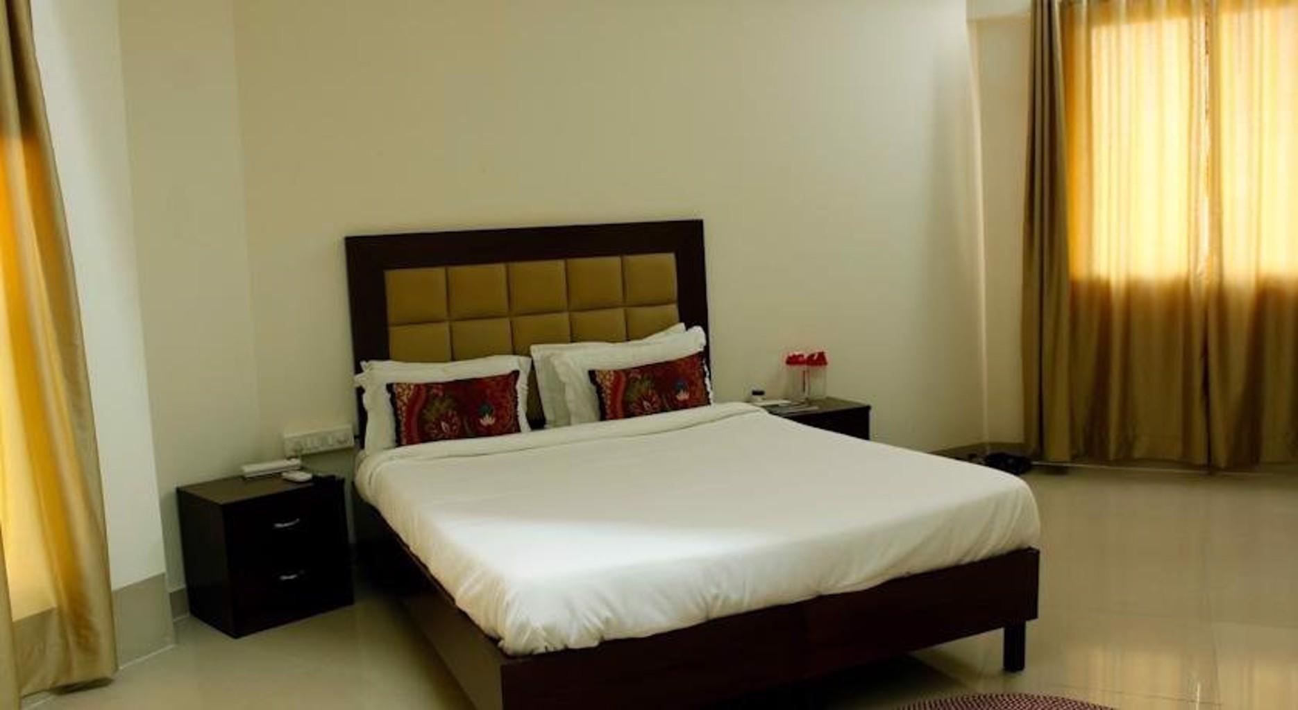 Laurent & Benon Lux Service Apartment Khar West