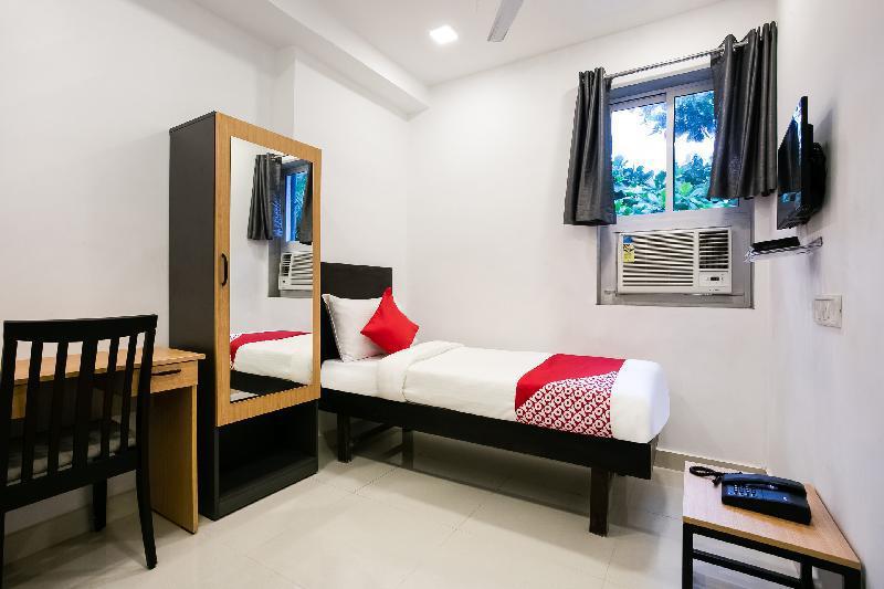 OYO Flagship 38540 Hotel Shangrila Nehru Rd