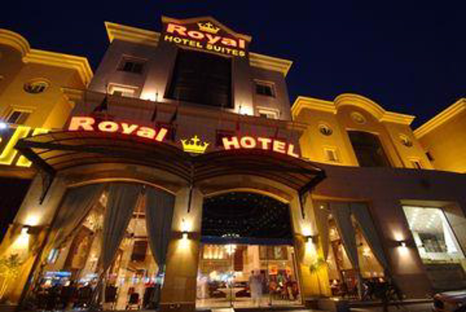 Royal Hotel And Suites