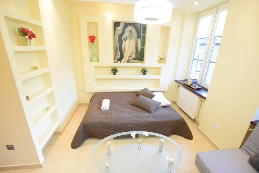 Elegant Apartment Royal Route