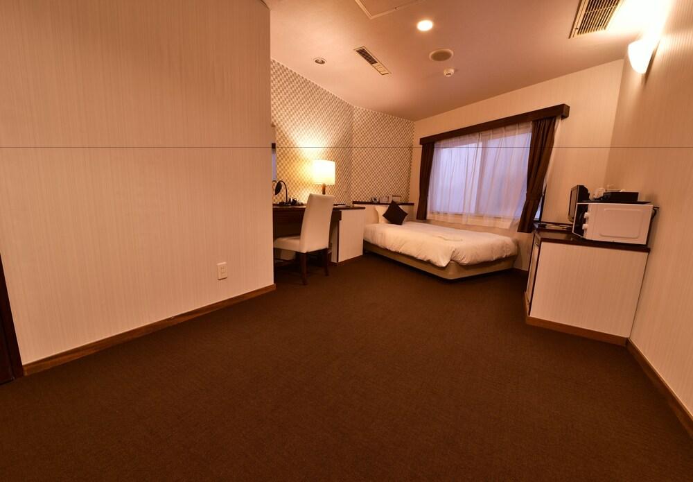 Gallery image of Hotel Livemax Naha Tomariko