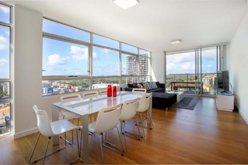 Moore to See Modern and Spacious 3BR Zetland Apartment with Views over Moore Park