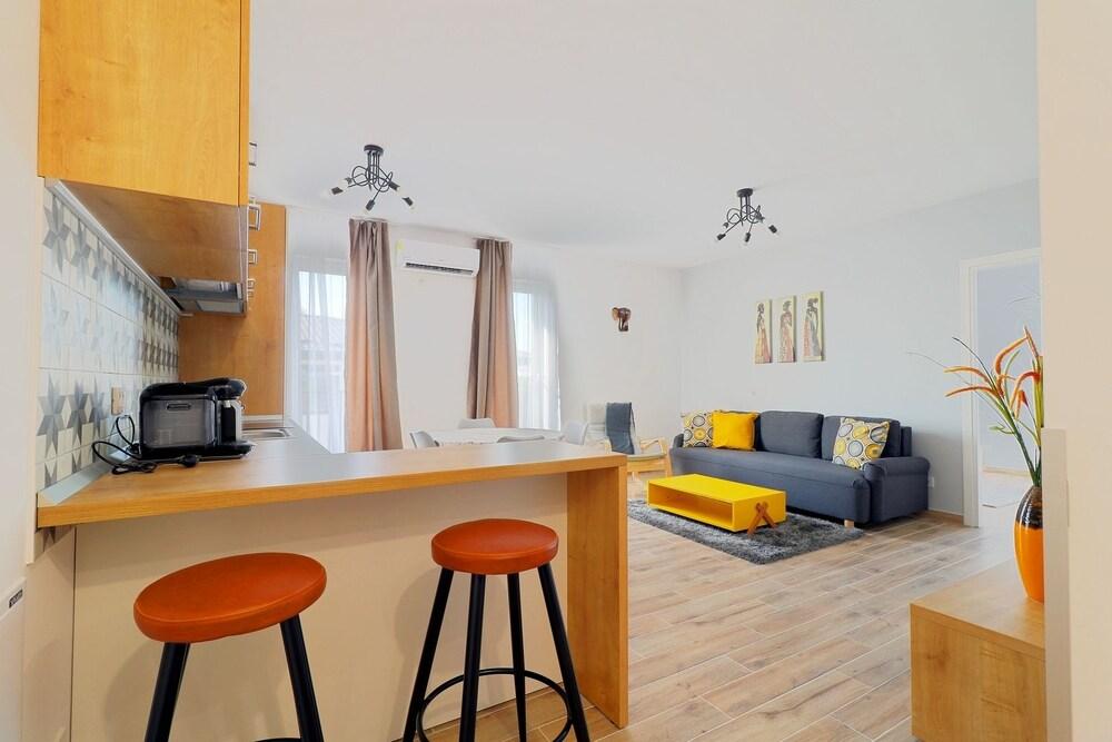 Apartment Stylish near Otopeni Airport