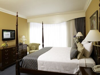 Courtleigh Hotel And Suites