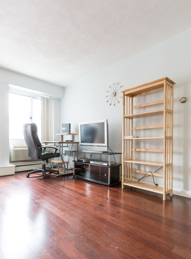 Harvard Square Apartments by Next Star