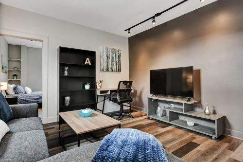 Modern Renovated 1BR near Downtown Ottawa