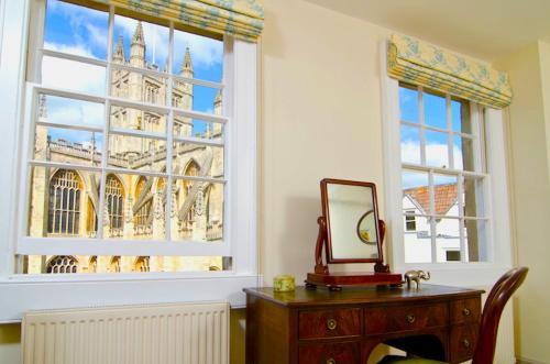 Grand Parade 3 bedroom period maisonette next to Roman Baths