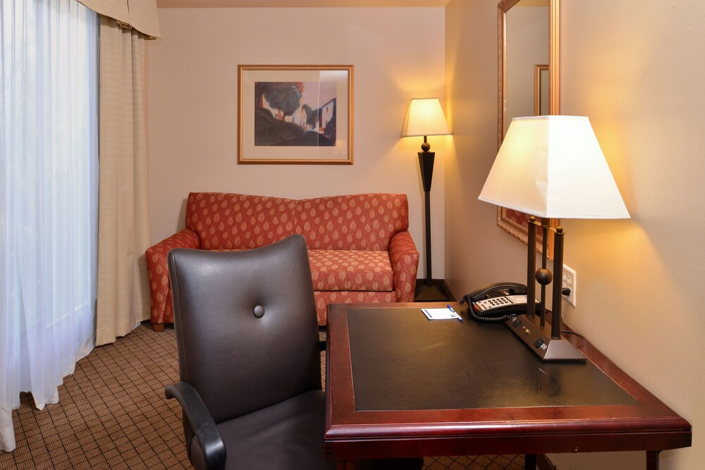 Gallery image of Holiday Inn Express Hotel & Suites Lincoln Roseville Area