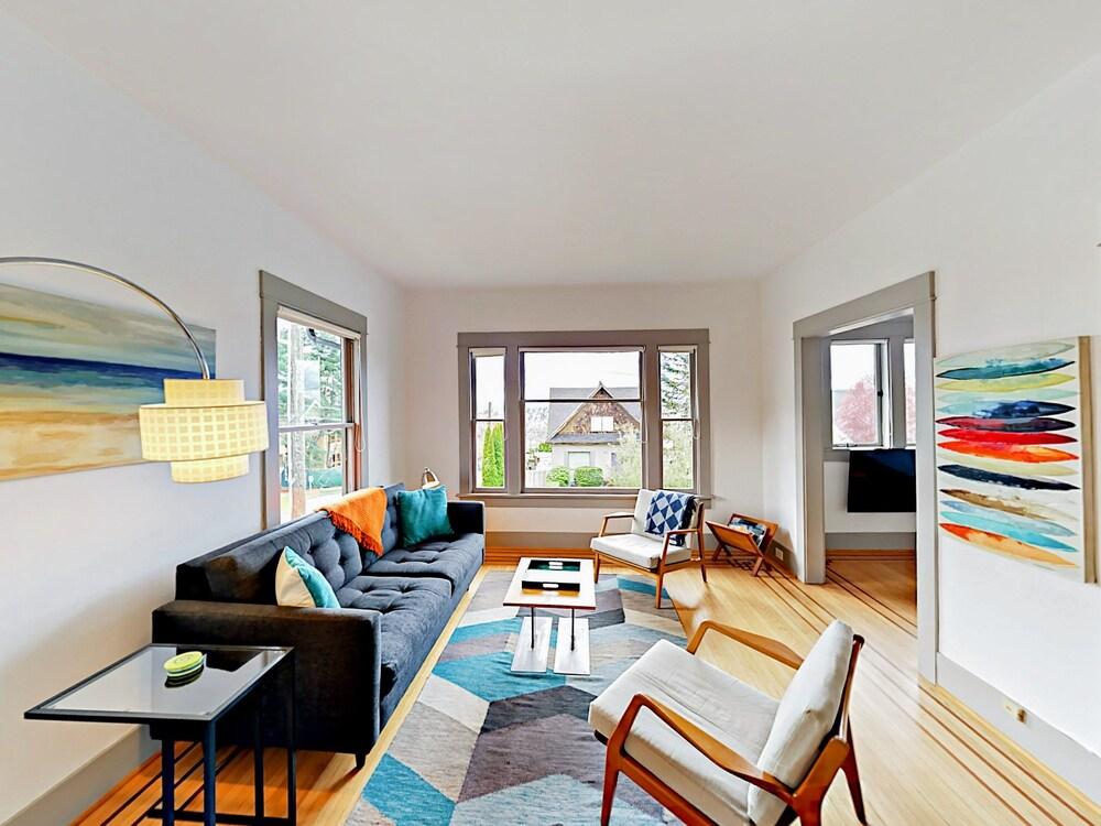 Sunny 2br In Queen Anne Prime Seattle Location 2 Bedroom Duplex