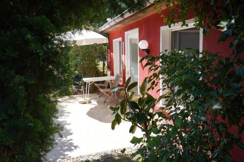 Haus Mit Kunst Zwischen Wald Und See