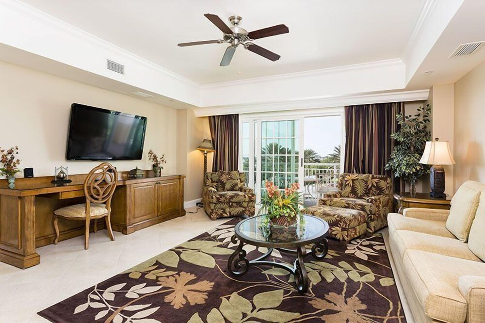 Grande Living 2 Bed Luxury Sleeps Six within the Luxurious Reunion G