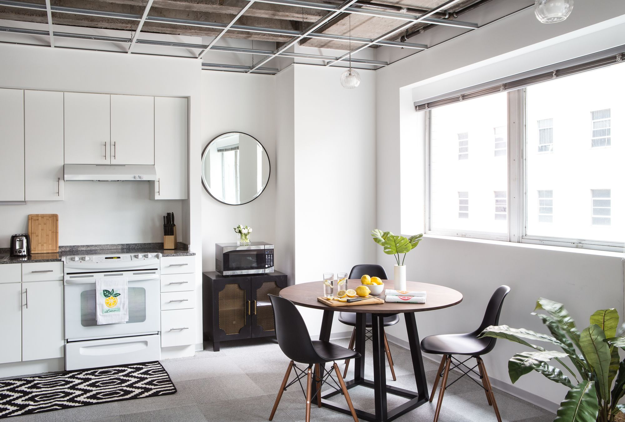 Sophisticated 2BR in C.B.D. by Sonder