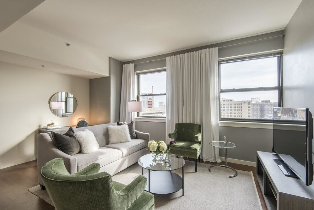 Deluxe 1BR in Heart of Center City