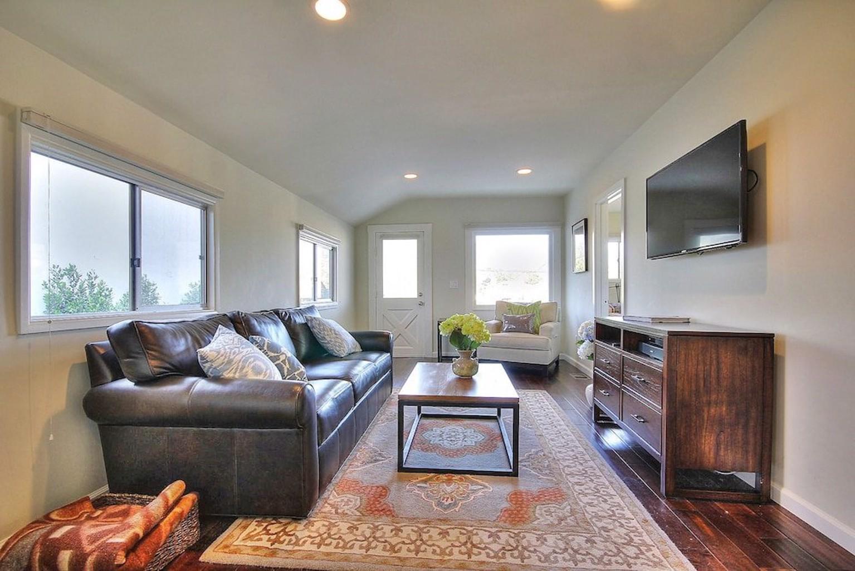 2BR Santa Barbara Casa by RedAwning