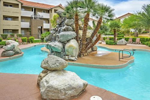 Las Vegas Condo w Patio Pool & Gym 5 Min to Strip