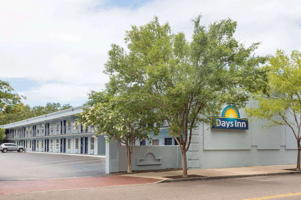 Gallery image of Days Inn by Wyndham Charleston Historic District