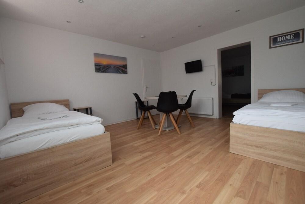 AB Apartment 81