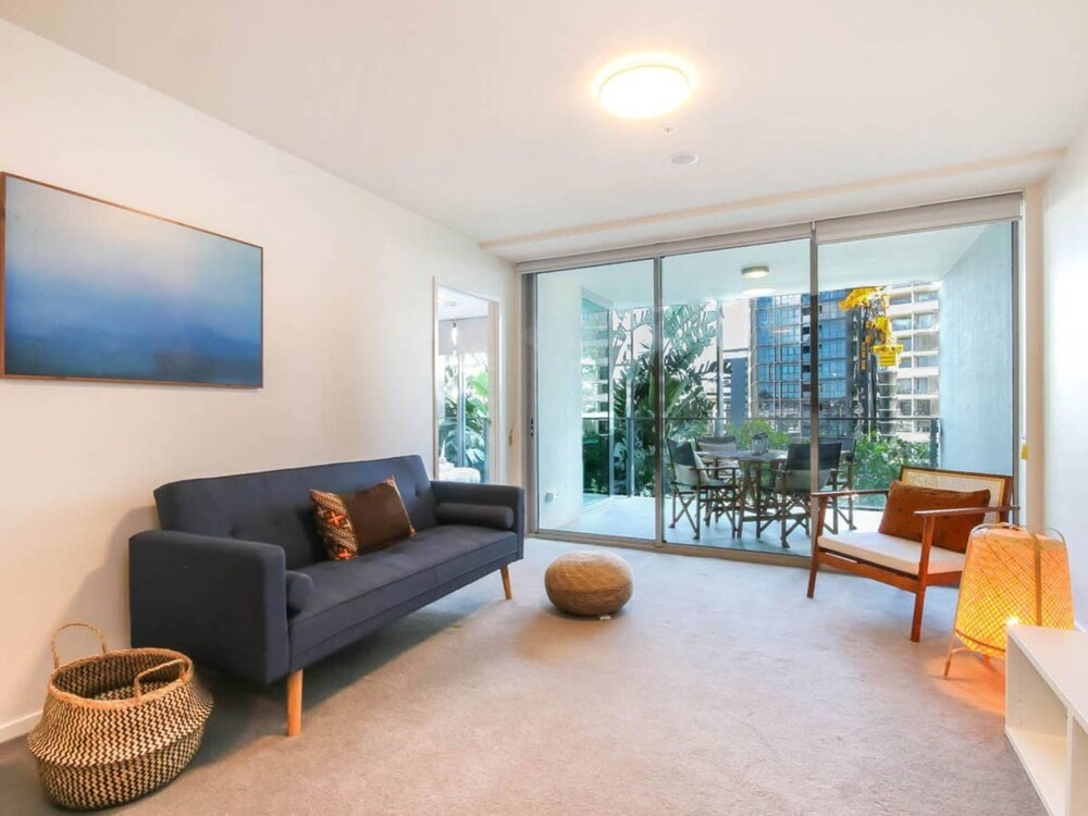 Modern 2 Bedroom Apartment In Fabulous Location