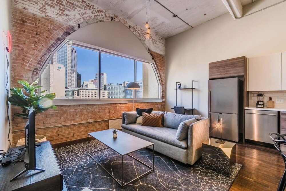 Visit Dallas From a Spacious 1 bedroom Loft