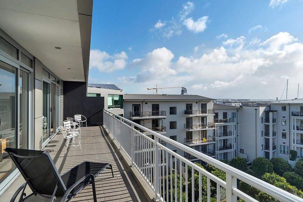 Zodiak's 2 Bedroom Penthouse Apartment Parking