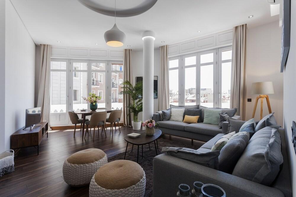 Dobo Homes Gran Via Lv Apartment