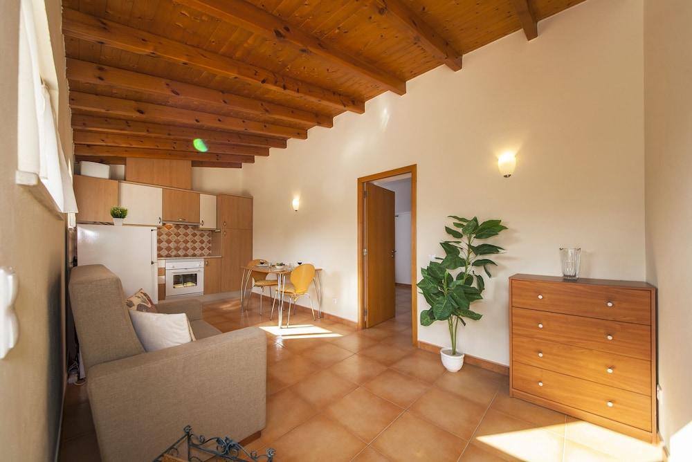 A14 Cozy Torraltinha Apartment