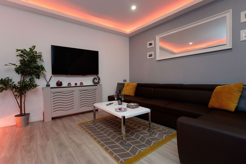 Towler House Apartments 6 Beds in 3 Bedrooms