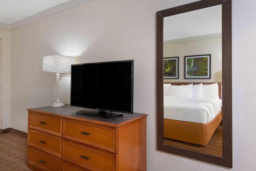 Gallery image of La Quinta Inn by Wyndham Deerfield Beach I 95 at Hillsboro E
