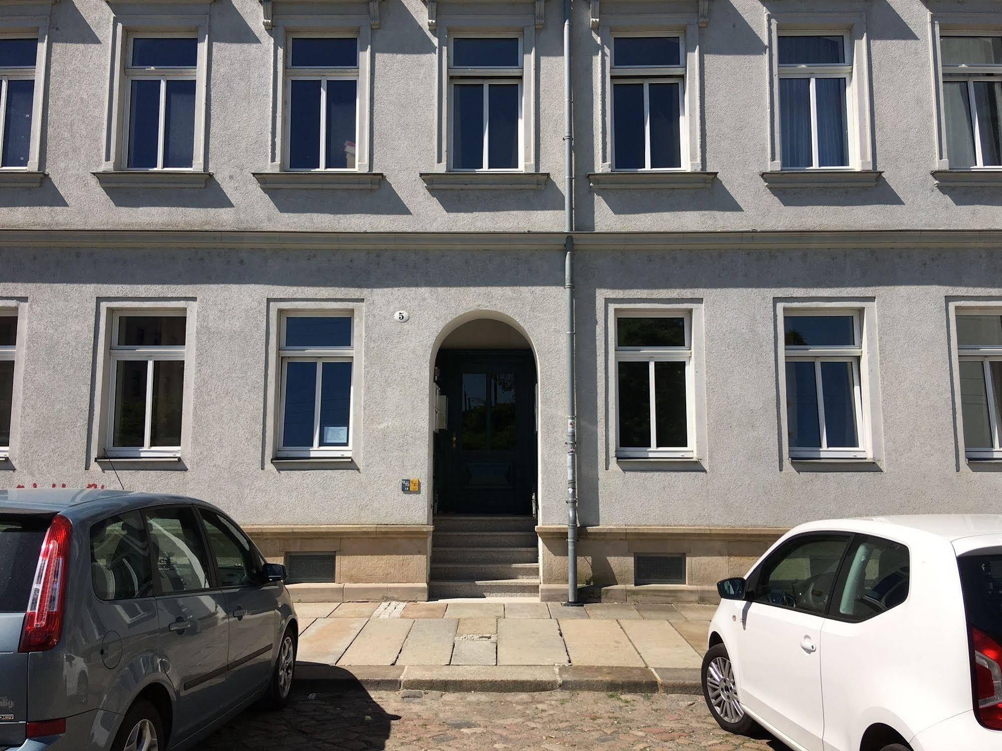 A bed Privatzimmer Dresden Nichtraucherpension