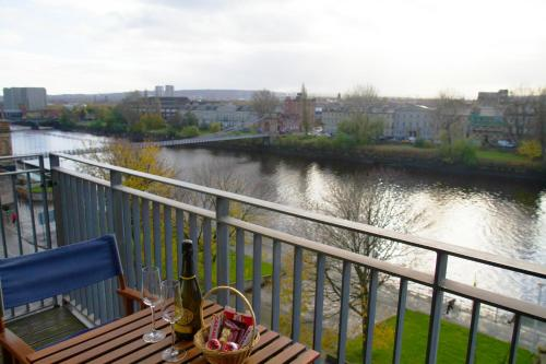 Glasgow City Centre Apartment with River Clyde Views