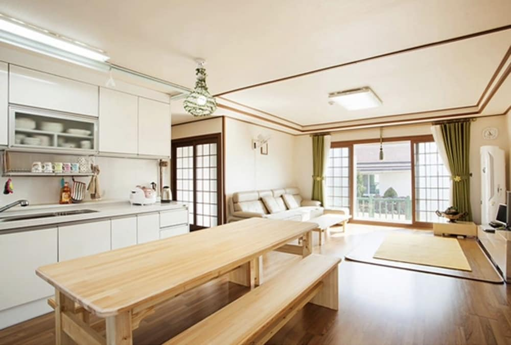 Casa Linda Guesthouse