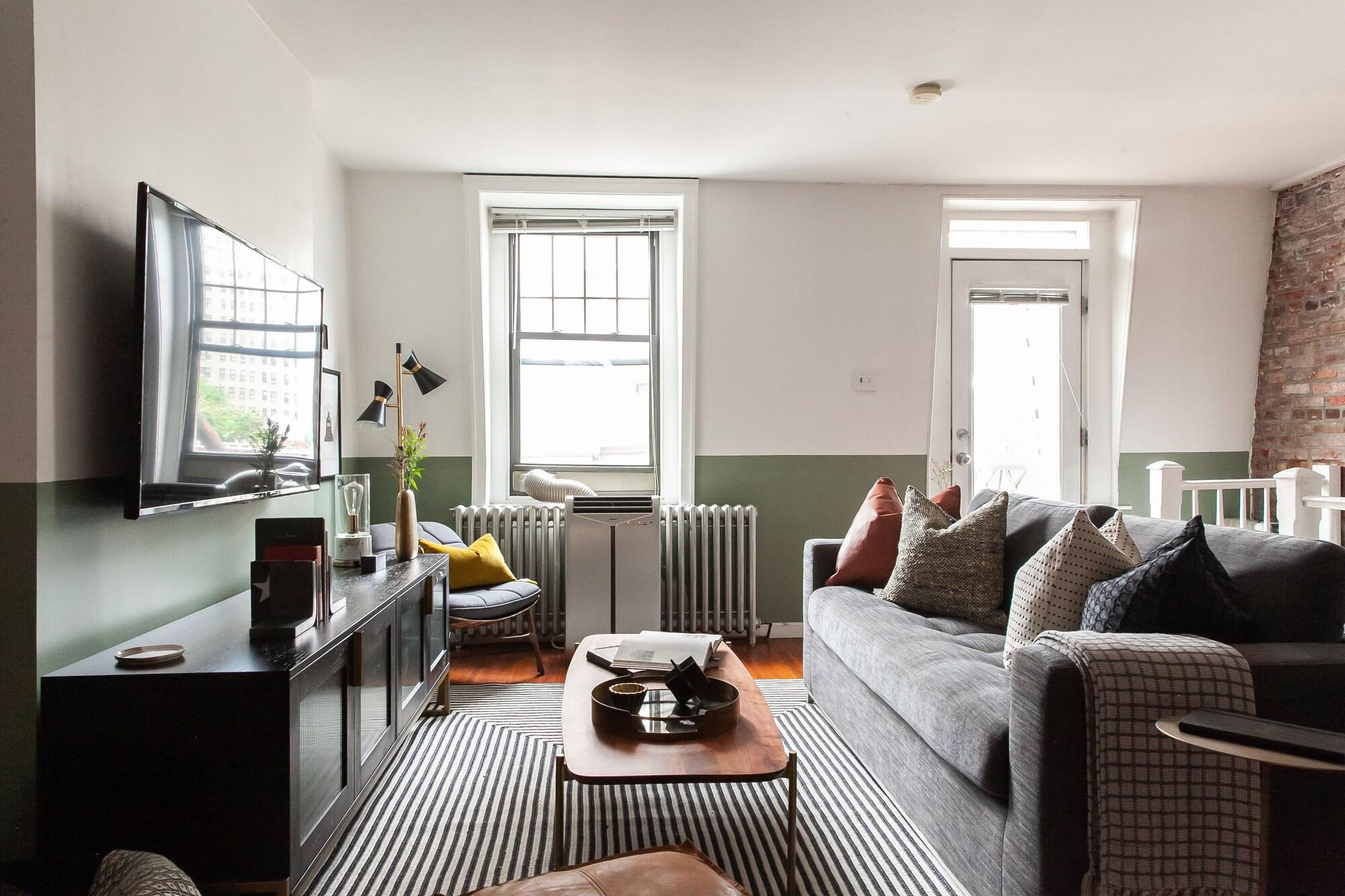 Domio Rittenhouse Square Charming 3BR Duplex Deck
