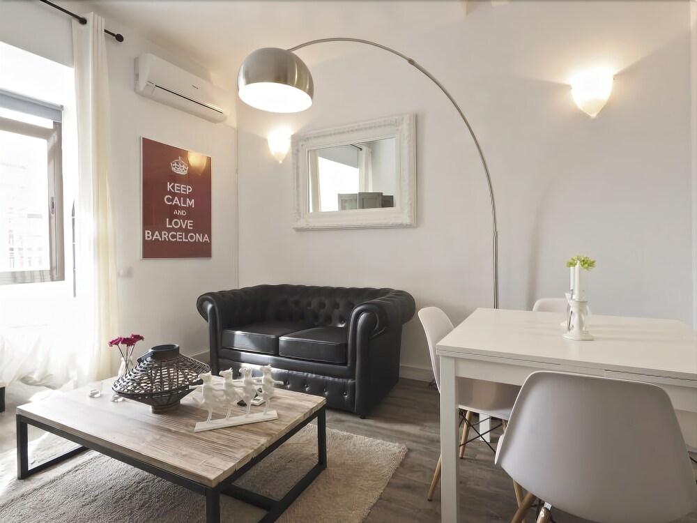The White Flats Sant Antoni