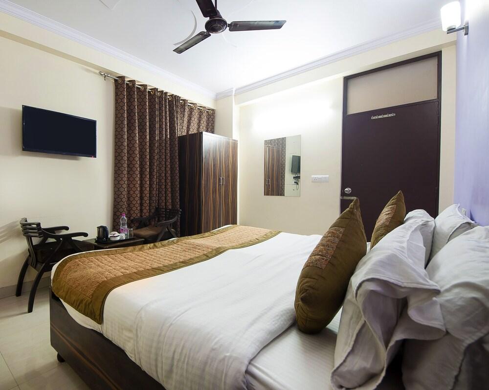 Airport Hotel Paradise Inn