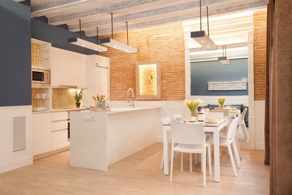 Enjoybcn Colon Apartments