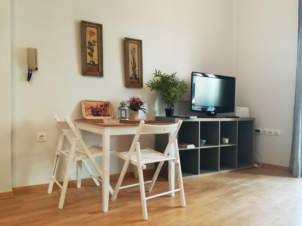 Elegant Apartment in Petralona